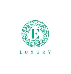 E letter logo luxurybeauty cosmetics logo vector
