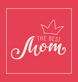 handwritten lettering of the best mom on red vector image